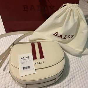 BALLY crossbody bag!